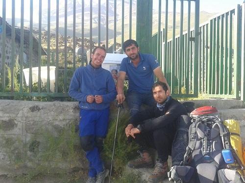 کوه نامه: پس از 28 روز جستجو : پیکر کوهنورد بندر عباسی در دره یخار پیدا شد